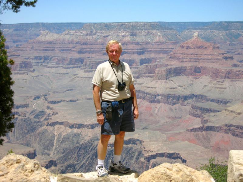 Grand_canyon_step_back_2